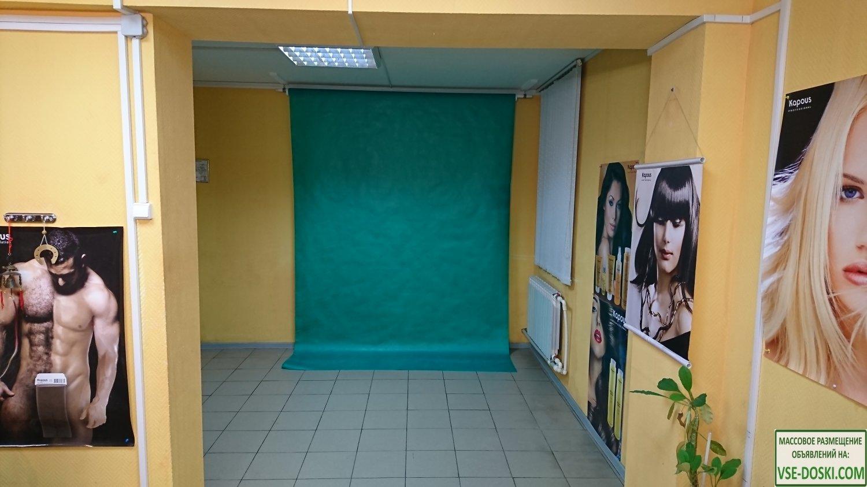 Почасовая аренда зала с хромокеем для фото или видео.