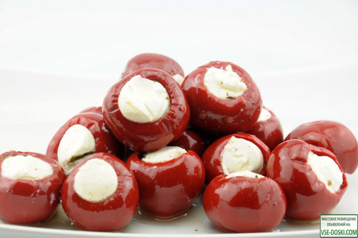 Маринованные македонские перчики фаршированные сливочным сыром 1,8 кг (сухой вес)