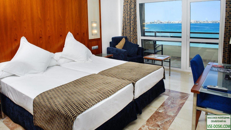 Отель четыре звезды, в Аликанте.