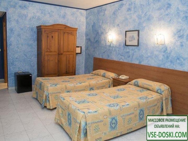 Отель три звезды, в центре Торремолиноса.
